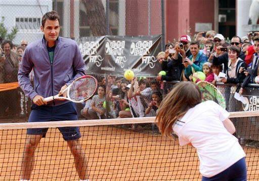 Federer takes part in Kids Day