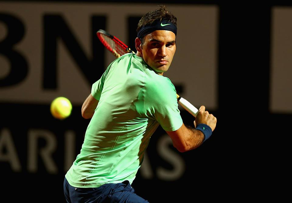 Federer crushes Simon in Rome